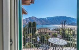 Cheap apartments with pools for sale in Italian Lakes. Cozy one-bedroom apartment overlooking the lake and the mountains in Tremezzo, Lombardy, Italy