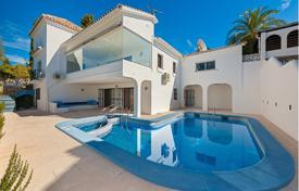 4 bedroom houses for sale in Estepona. Villa for sale in El Paraiso, Estepona