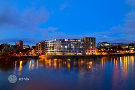 Apartments for sale in London. Studio in a modern complex on the banks of the River Thames in London