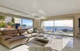 Two-level apartment with large terrace, Cannes, France for 2,750,000 €