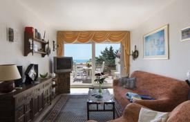 Apartments for sale in Empuriabrava. Spacious apartment with a terrace and a sea view, in a residential complex, near the beach, Empuriabrava, Spain