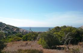 Residential for sale in Budens. Elevated plot of 2.240 m² with approved project, in Salema — West Algarve