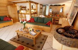 5 bedroom villas and houses to rent in Auvergne-Rhône-Alpes. Cozy chalet with furnished rooms and a sauna in the ski resort of Les Gets, France