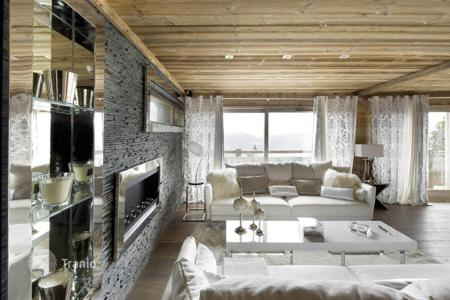 Villas and houses with pools to rent in France. Modern chalet with a pool, a bar, lounges and balconies, near the center of the town and the slope, Courchevel, France