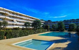 Apartments with pools for sale in Roquebrune — Cap Martin. Apartment in a residence in Cap Martin