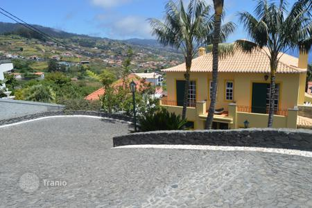Property for sale in Madeira. Magnificent mansion in one of the warmest areas in Madeira for Sale