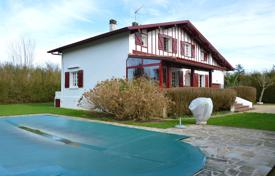 Property for sale in Saint-Pée-sur-Nivelle. Basque-style villa with a swimming pool in Saint-Pee-sur-Nivelle, Aquitaine, France
