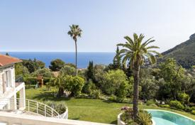 4 bedroom villas and houses to rent in Côte d'Azur (French Riviera). Vue sur Mer