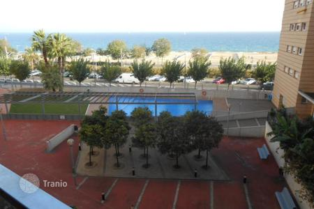 Apartments with pools for sale in Montgat. Flat with lovely sea views on the 1st sea line!
