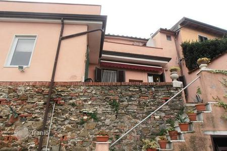 4 bedroom apartments for sale in Tuscany. Apartment – Tuscany, Italy