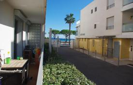 Cheap 2 bedroom apartments for sale in Bouches-du-Rhône. Beautiful terraced apartment in front of beaches of La Ciotat