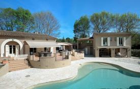 6 bedroom houses for sale in Chateauneuf-Grasse. Cannes backcountry — Provencal villa close to golf