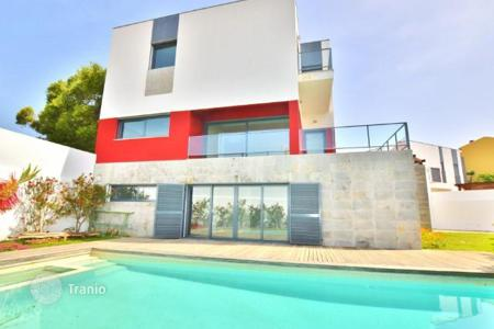 4 bedroom houses for sale in Cascais. Villa with garden and pool near the sea in Cascais, Portugal