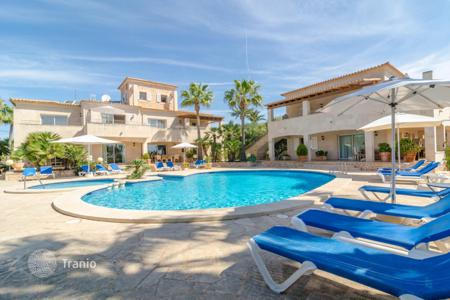 4 bedroom apartments to rent in Balearic Islands. Apartment – Majorca (Mallorca), Balearic Islands, Spain