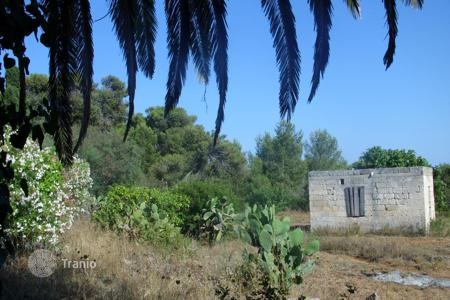 Houses for sale in Santa Maria di Leuca. Prestigious Villa located in the hills above Santa Maria di Leuca, Italy