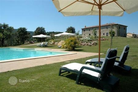 Villas and houses for rent with swimming pools in Lazio. Villa – Rome, Lazio, Italy