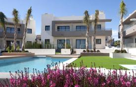 Cheap houses with pools for sale in Costa Blanca. Detached house – Ciudad Quesada, Valencia, Spain