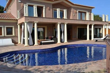Luxury 3 bedroom houses for sale in Valencia. Villa of 3 bedrooms in Moraira