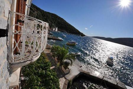 3 bedroom houses for sale in Herceg-Novi. Comfortable villa by the sea, the village of Rosa, the peninsula Lustica