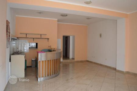 Offices for sale in Istria County. Business premise BUSINESS PLACE ON GROUND FLOOR AND APARTMENT ON 1. FLOOR FOR SALE