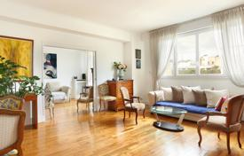 1 bedroom apartments for sale in Ile-de-France. Paris 16th District – A bright over 60 m² apartment enjoying an open view