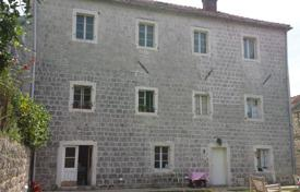 Beautiful spacious old stone house situated on large plot of land. House has 300 m² and plot of land is 973 m². for 430,000 €