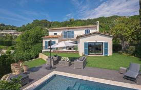 Luxury houses for sale in Provence - Alpes - Cote d'Azur. Spacious villa with views of the sea and the Esterel Mountains, with an independent apartment with a private entrance, near Cannes, France