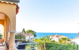 Luxury 4 bedroom houses for sale in Côte d'Azur (French Riviera). Mont Boron charming house with nice view