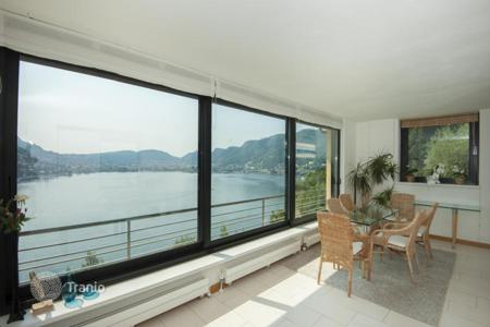 Houses for sale in Lombardy. Villa with a garden and a swimming pool, near the lake and in the center of Como, Italy