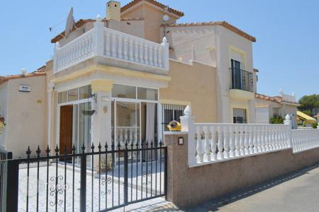 Cheap residential for sale in Algorfa. 3 bedroom villa with solarium, private pool, within a complex with BBQ and sport facilities in Algorfa