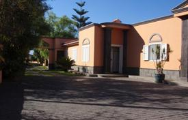 4 bedroom houses for sale in Fañabé. Villa – Fañabé, Canary Islands, Spain