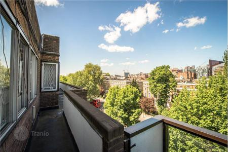Penthouses for sale in the United Kingdom. Duplex penthouse with terrace and views of the garden, in Hyde Park district, London