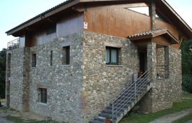 Equipped villa with a garden and a garage in a quiet area, Olot, Spain for 550,000 €