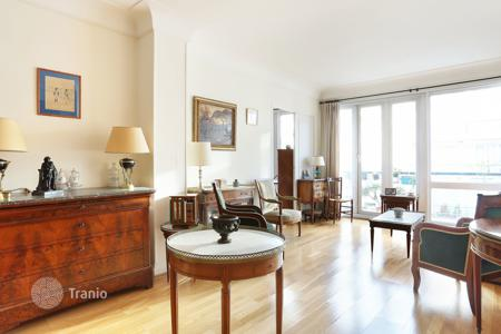 1 bedroom apartments for sale in Neuilly-sur-Seine. Neuilly-sur-Seine – An over 70 m² apartment