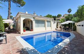 Property for sale in San Pedro Alcántara. Modern villa with a private pool, a barbecue area, a garage and a terrace, San Pedro de Alcantara, Spain