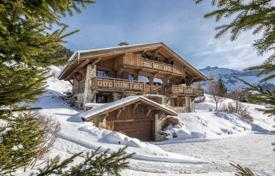 4 bedroom houses for sale in Megeve. Traditional Alpine chalet with a jacuzzi and a fireplace, overlooking the mountains, Megeve, France