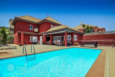 6 bedroom houses for sale in Canary Islands. Spectacular Chalet in Sonneland