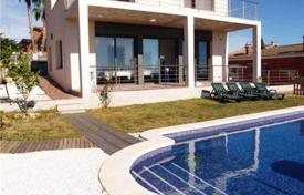 Houses for sale in Calafell. Modern villa in Calafell