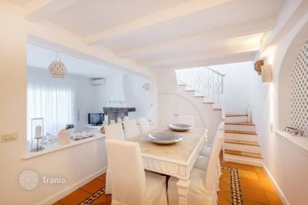 3 bedroom villas and houses by the sea to rent in Italy. Villa - Porto Cervo, Sardinia, Italy