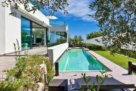 Luxury houses with pools for sale in France. Modern villa in La Turbie, France. Panoramic views, spacious terraces, jacuzzi, landscaped garden, quiet district