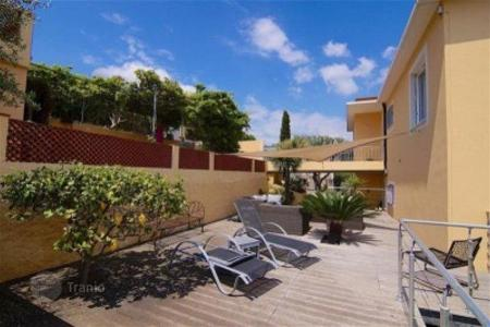 Cheap 3 bedroom apartments for sale in Côte d'Azur (French Riviera). Apartment with terrace and private garden, in a residence in 200 meters from the sea, in Villefranche-sur-Mer, Cote d`Azur, France