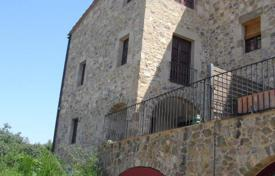 Property for sale in Gerona (city). Comfortable house with a balcony, Girona, Spain