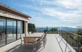 Luxury houses with pools for sale in Mougins. Mougins village — Panoramic view