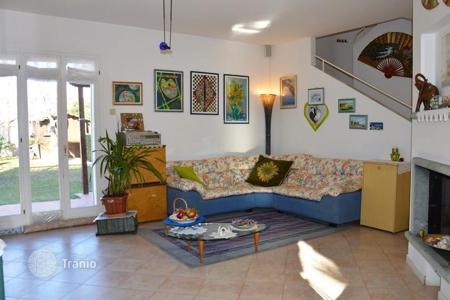 3 bedroom houses by the sea for sale in Bordighera. Two-storey semi-detached villa with a garden, a porch and a terrace, at 300 meters from the sea, in a quiet district of Bordighera, Italy
