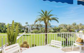 2 bedroom apartments by the sea for sale in Provence - Alpes - Cote d'Azur. Cannes — Croisette — Sunny terrace