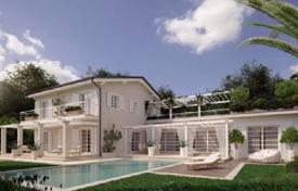 Luxury houses with pools for sale in Lucca. New villa with pool, spa and a garden in a quiet, prestigious area, near the sea and the center of Forte dei Marmi, Italy. Bargain possible!