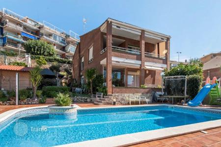 Property for sale in Castelldefels. Villa – Castelldefels, Catalonia, Spain