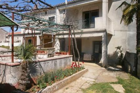 Cheap houses for sale in Istria County. House Pavičini. Family house with large garden