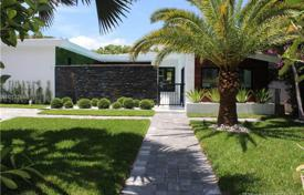 5 bedroom houses for sale in North America. Townhome – Miami Beach, Florida, USA