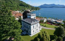 5 bedroom houses by the sea for sale in Lesa. Villa – Lesa, Piedmont, Italy